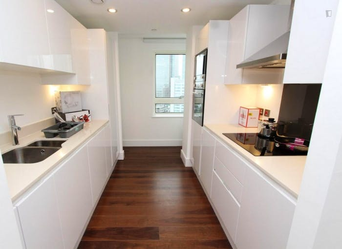 Welcoming double bedroom in Millwall  - Gallery -  6