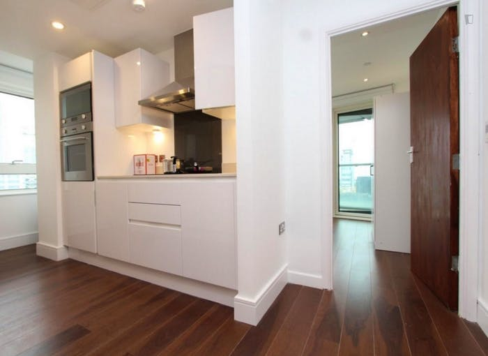 Welcoming double bedroom in Millwall  - Gallery -  7