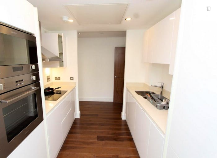 Welcoming double bedroom in Millwall  - Gallery -  8