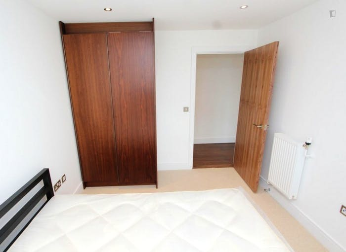 Welcoming double bedroom in Millwall  - Gallery -  4