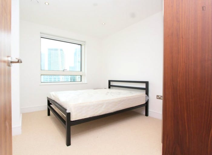 Welcoming double bedroom in Millwall  - Gallery -  3
