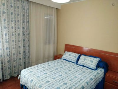 Double bedroom in a 3-bedroom apartment near Campus Humanidades, Universidad de Oviedo