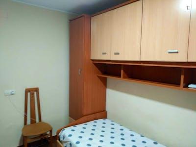 Single bedroom in a 3-bedroom apartment near Campus de Humanidades, Universidad de Oviedo