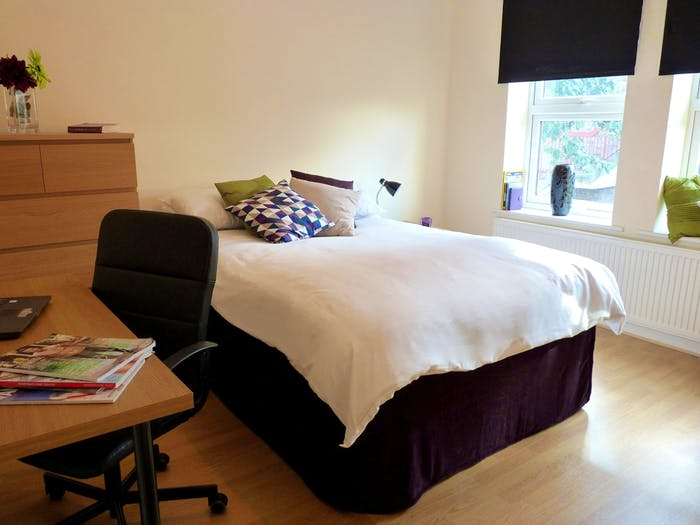 Welcoming double bedroom close to Tottenham Hale station  - Gallery -  1