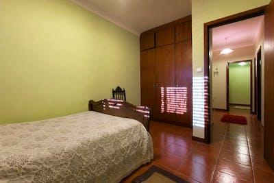 Cosy single bedroom in a 5-bedroom apartment, in Candelo