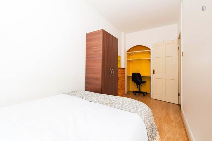 Very neat double bedroom in Marylebone  - Gallery -  3