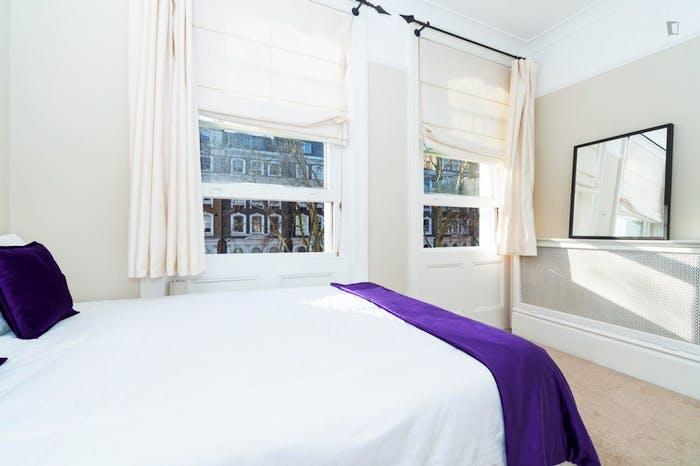 Wonderful double bedroom in Knightsbridge  - Gallery -  2
