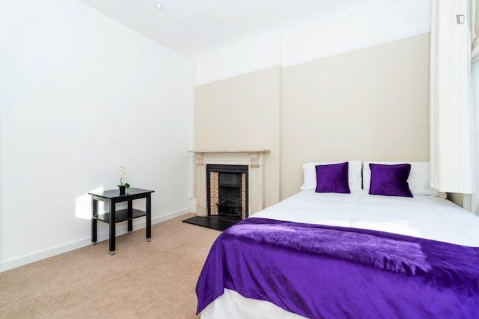 Wonderful double bedroom in Knightsbridge  - Gallery -  4