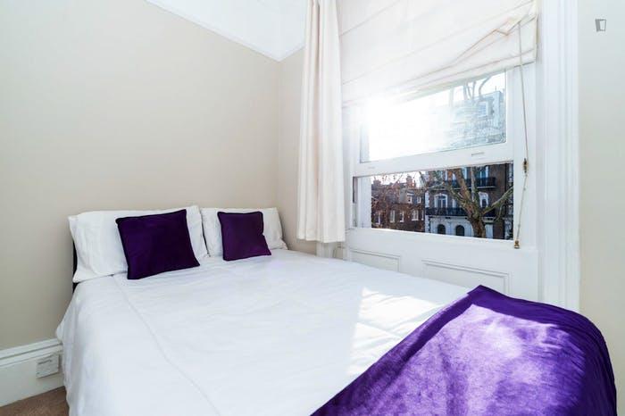 Wonderful double bedroom in Knightsbridge  - Gallery -  3