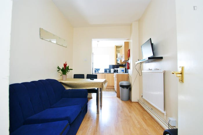 Very cool double bedroom close to the East Acton tube  - Gallery -  7