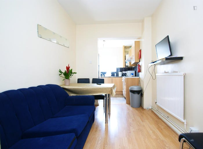 Very cool double bedroom close to the East Acton tube  - Gallery -  6