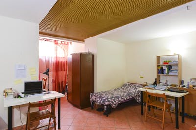 Bed in a triple bedroom, in a residence in pleasant Portuense