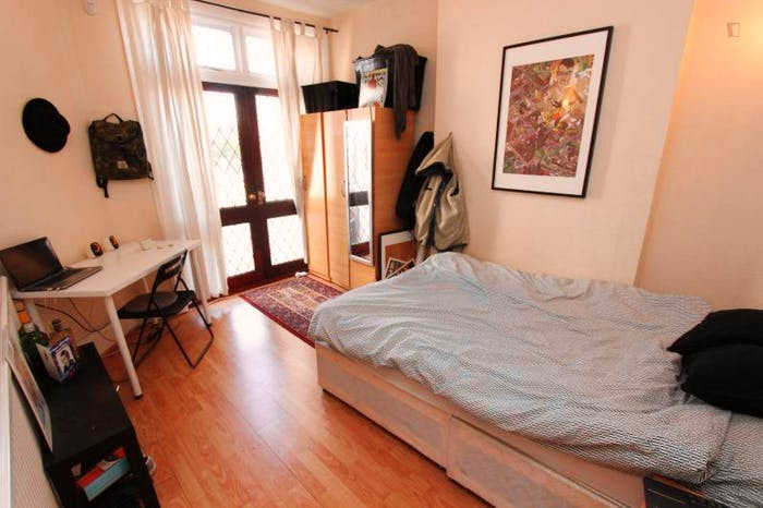 Very pleasant double bedroom near the Brent Cross tube  - Gallery -  1
