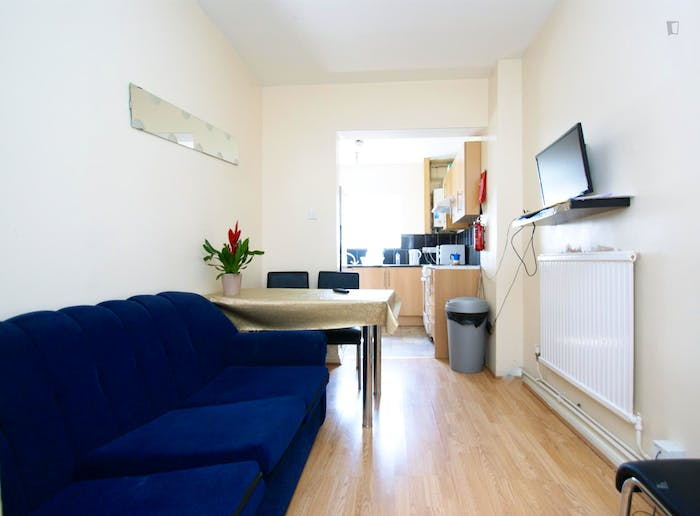 Welcoming double bedroom near the East Acton tube  - Gallery -  6