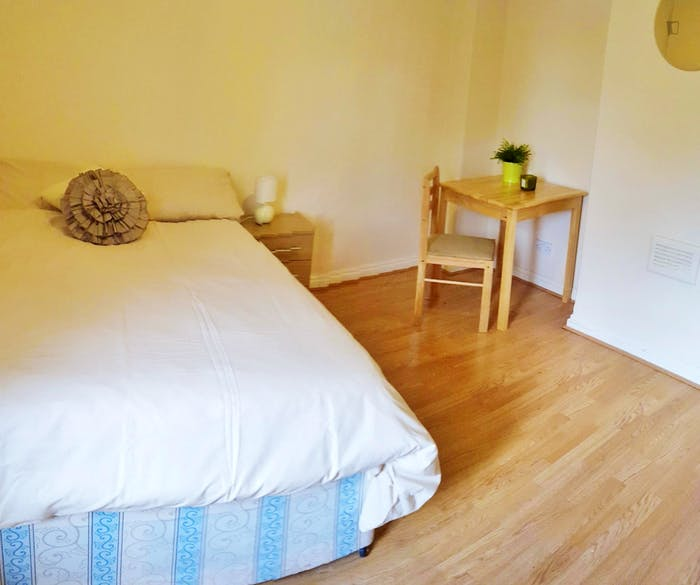 Welcoming double bedroom near the East Acton tube  - Gallery -  2