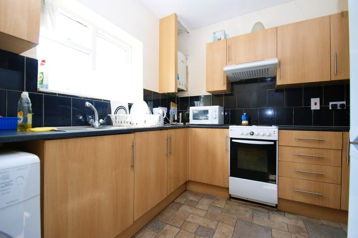 Welcoming double bedroom near the East Acton tube  - Gallery -  8