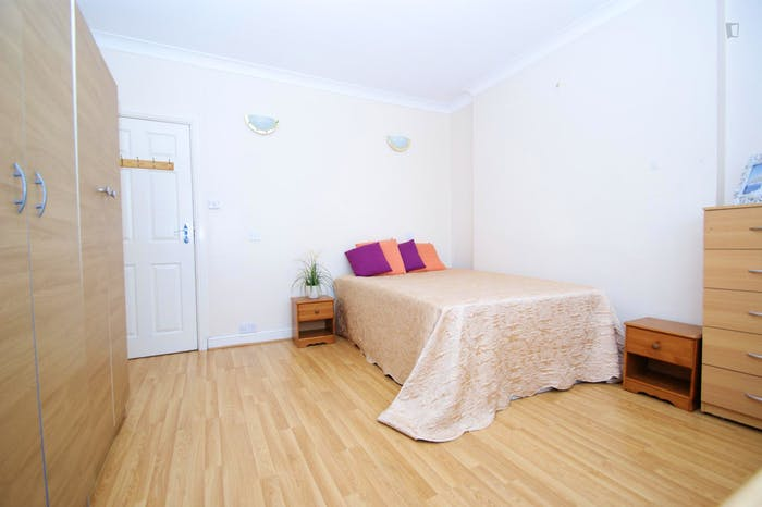Very ncie double bedroom near the Acton Central train station  - Gallery -  4