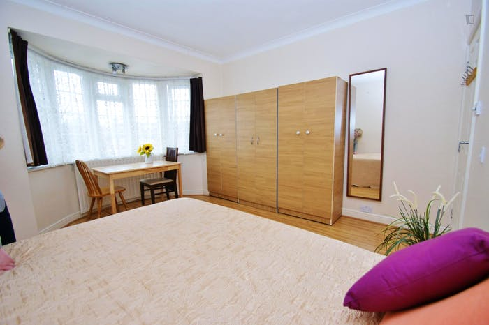 Very ncie double bedroom near the Acton Central train station  - Gallery -  5