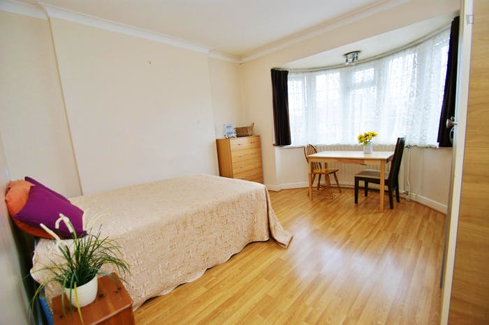 Very ncie double bedroom near the Acton Central train station  - Gallery -  2