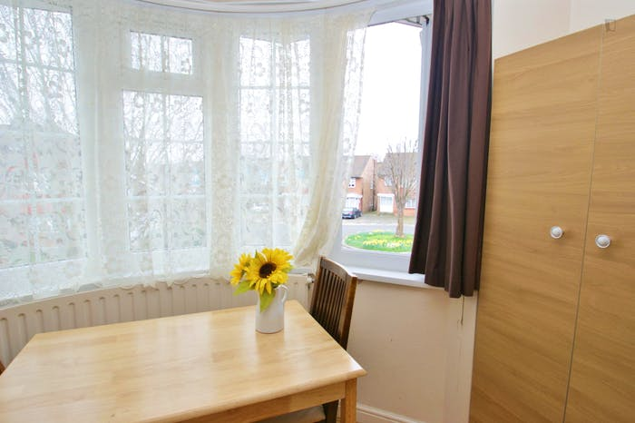 Very ncie double bedroom near the Acton Central train station  - Gallery -  3
