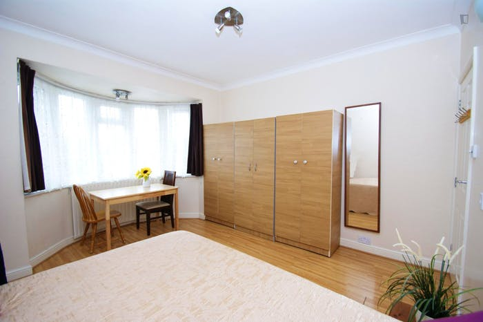 Very ncie double bedroom near the Acton Central train station  - Gallery -  1
