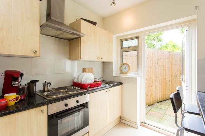 Very ncie double bedroom near the Acton Central train station  - Gallery -  8