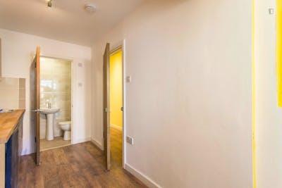 Suitable studio flat in Barking  - Gallery -  3