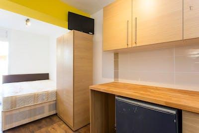 Suitable studio flat in Barking  - Gallery -  1