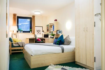Relaxing double bedroom in a residence, in Pillgwenlly