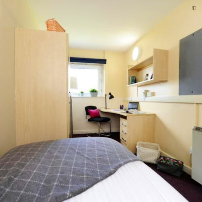 Sublime double bedroom in a residence, near the University of Salford