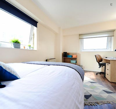 Interesting double bedroom in a residence, near University of Salford