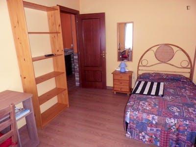 Homely single bedroom in a 3-bedroom flat, near the Humanidades campus of Universidad de Oviedo
