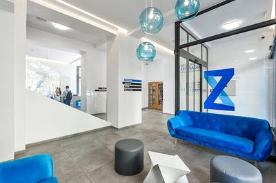 Lovely Vibrant Complex w/ Coworking