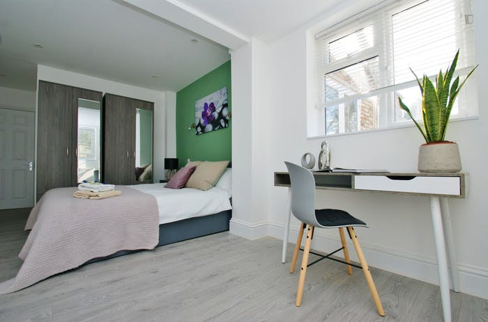 Very pleasant double ensuite bedroom near the Wormwood Scrubs  - Gallery -  2