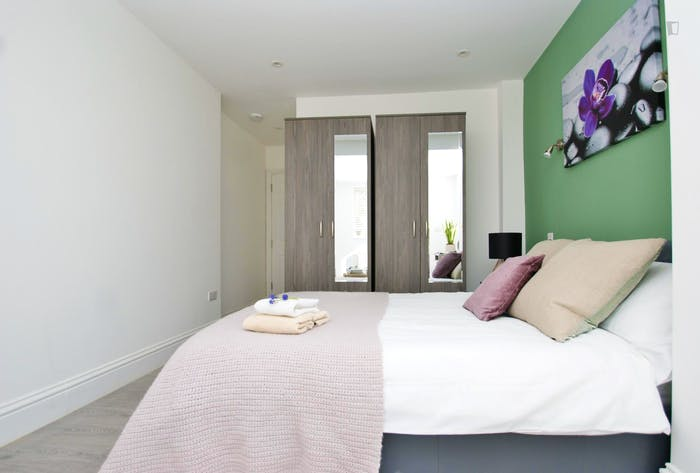 Very pleasant double ensuite bedroom near the Wormwood Scrubs  - Gallery -  5