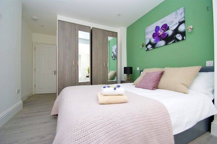 Very pleasant double ensuite bedroom near the Wormwood Scrubs  - Gallery -  4