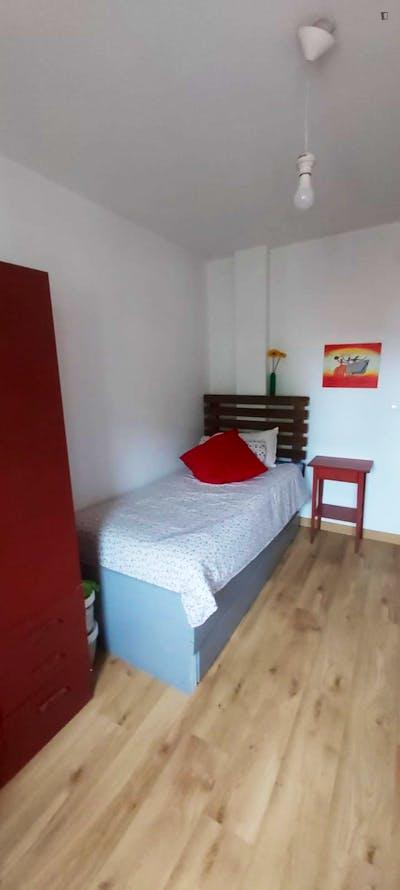 Neat and cosy single bedroom in Los Pinares