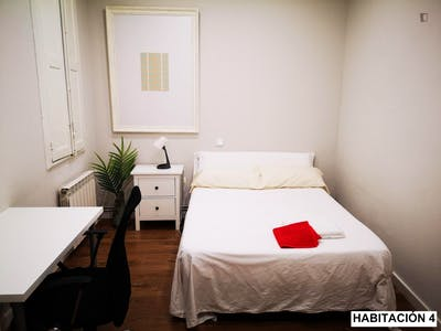 Fantastic bedroom in the center of Santander, in 5-bedroom apartment