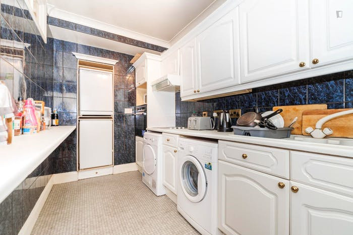 Very neat and spacious double bedroom in Marylebone  - Gallery -  9