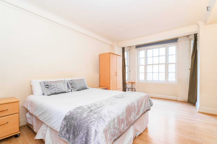 Very neat and spacious double bedroom in Marylebone  - Gallery -  5