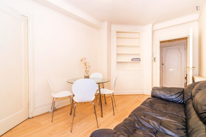 Very neat and spacious double bedroom in Marylebone  - Gallery -  7