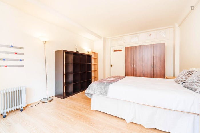 Very neat and spacious double bedroom in Marylebone  - Gallery -  2