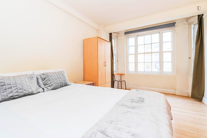 Very neat and spacious double bedroom in Marylebone  - Gallery -  3