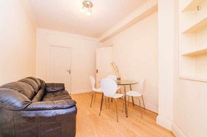 Very neat and spacious double bedroom in Marylebone  - Gallery -  6