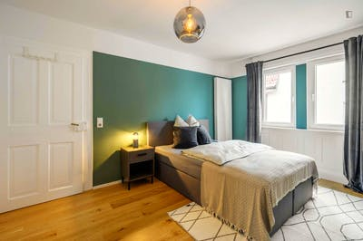 Charismatic double bedroom in Untertürkheim