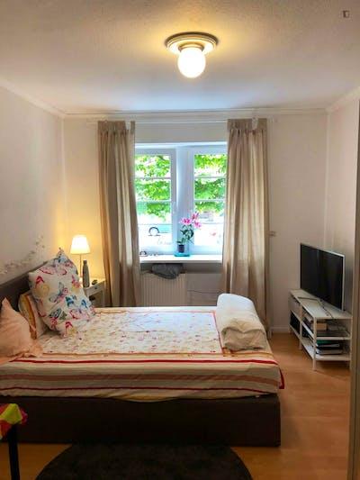 Homely single bedroom in Hölderlinplatz