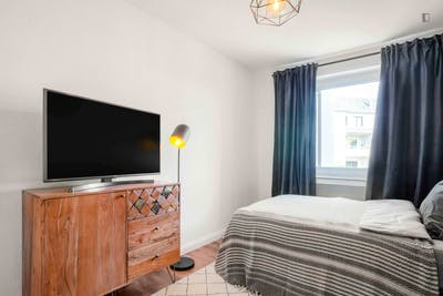 Sunny double bedroom in the District 2