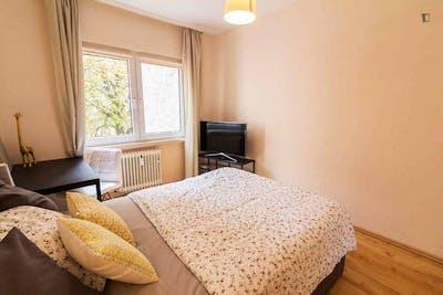 Delightful double bedroom near the Grüneburgweg metro