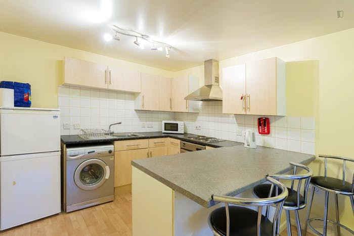 Very neat double bedroom in a 4-bedroom apartment in the Hyson Green neighbourhood  - Gallery -  6