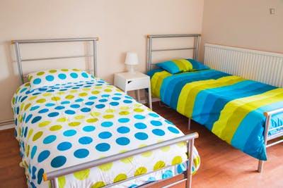 Twin bedroom near Kilburn Park tube station  - Gallery -  2